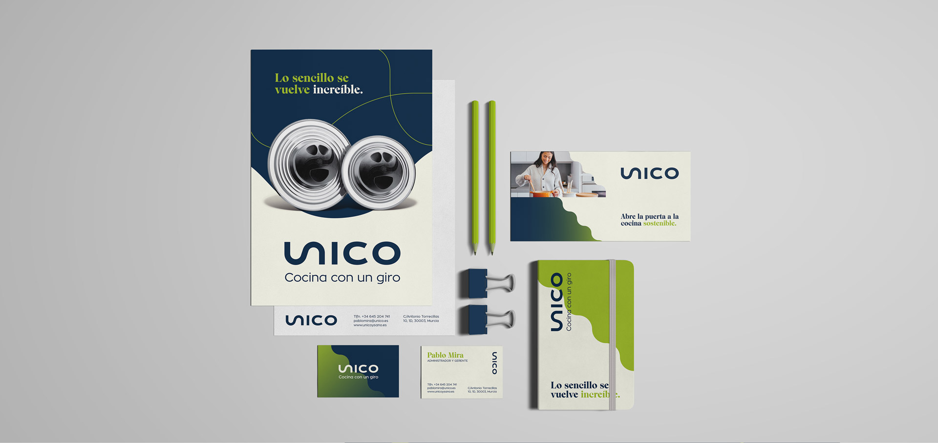 stationery unico identidad visual behind